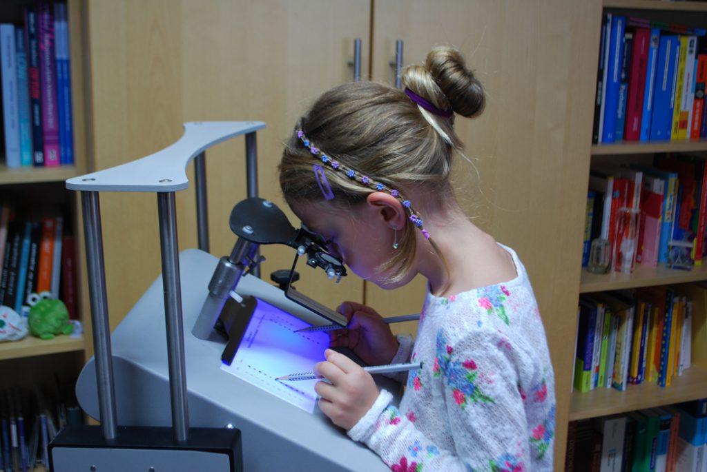 Augenoptisches und optometrisches Zentrum Optik Mattern - Ihr Optiker in Wiesloch und Sandhausen. Die Farblichtanwendung Syntonics nutzt die positive Wirkung von Licht auf den menschlichen Organismus.
