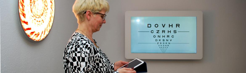 Augenoptisches und optometrisches Zentrum Optik Mattern - Ihr Optiker in Wiesloch und Sandhausen. Das OCULUS Vissard 3D Sehprüfgerät mit innovativer 3D-Technik für realistische Sehtest-Szenarien.