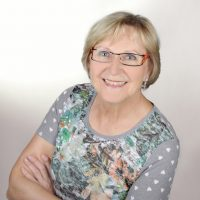 Augenoptisches und optometrisches Zentrum Optik Mattern - Ihr Optiker in Wiesloch und Sandhausen. Anita Herb ist staatlich geprüfte Augenoptikerin und Augenoptikermeisterin.