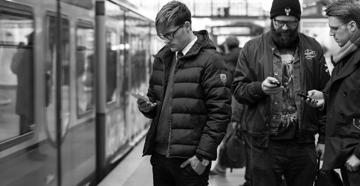 Augenoptisches und optometrisches Zentrum Optik Mattern - Ihr Optiker in Wiesloch und Sandhausen. Brillengläser von ZEISS für einen entspannten Blick auf Tablet, Smartphone und Co.