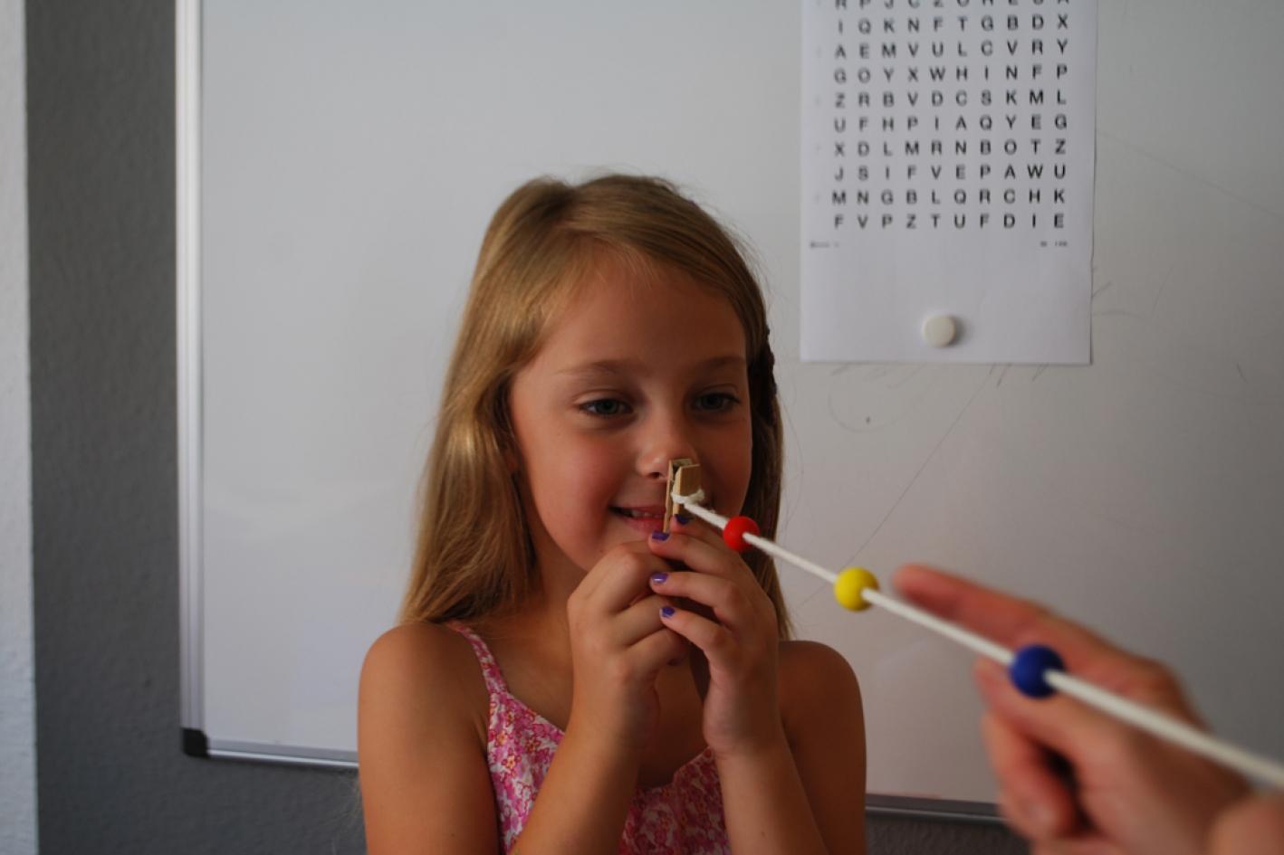 Augenoptisches und optometrisches Zentrum Optik Mattern - Ihr Optiker in Wiesloch und Sandhausen. Gezielte Übungen zur Steigerung der Seh- und Wahrnehmungsfähigkeiten sind Teil des optometrischen Visualtrainings im augen-blick-labor von Optik Mattern.